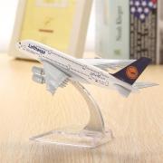 МОДЕЛЬ САМОЛЕТА AIRBUS A380 Lufthansa
